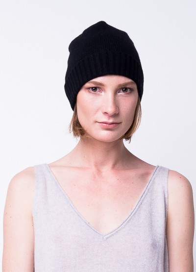 Classic cashmere blend beanie in black