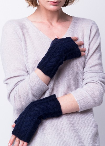 Cable knit typing buddy mittens in Dark navy
