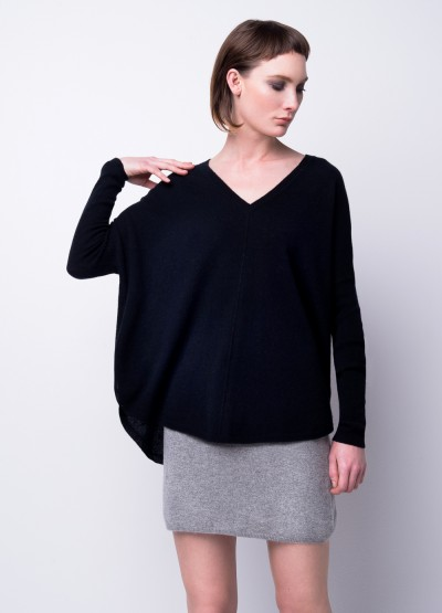 Batwing loose fit pullover black