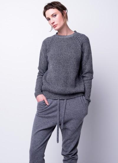 Arch neck rib-knit pullover
