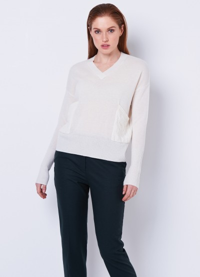Cable pocket V neck pullover - cream